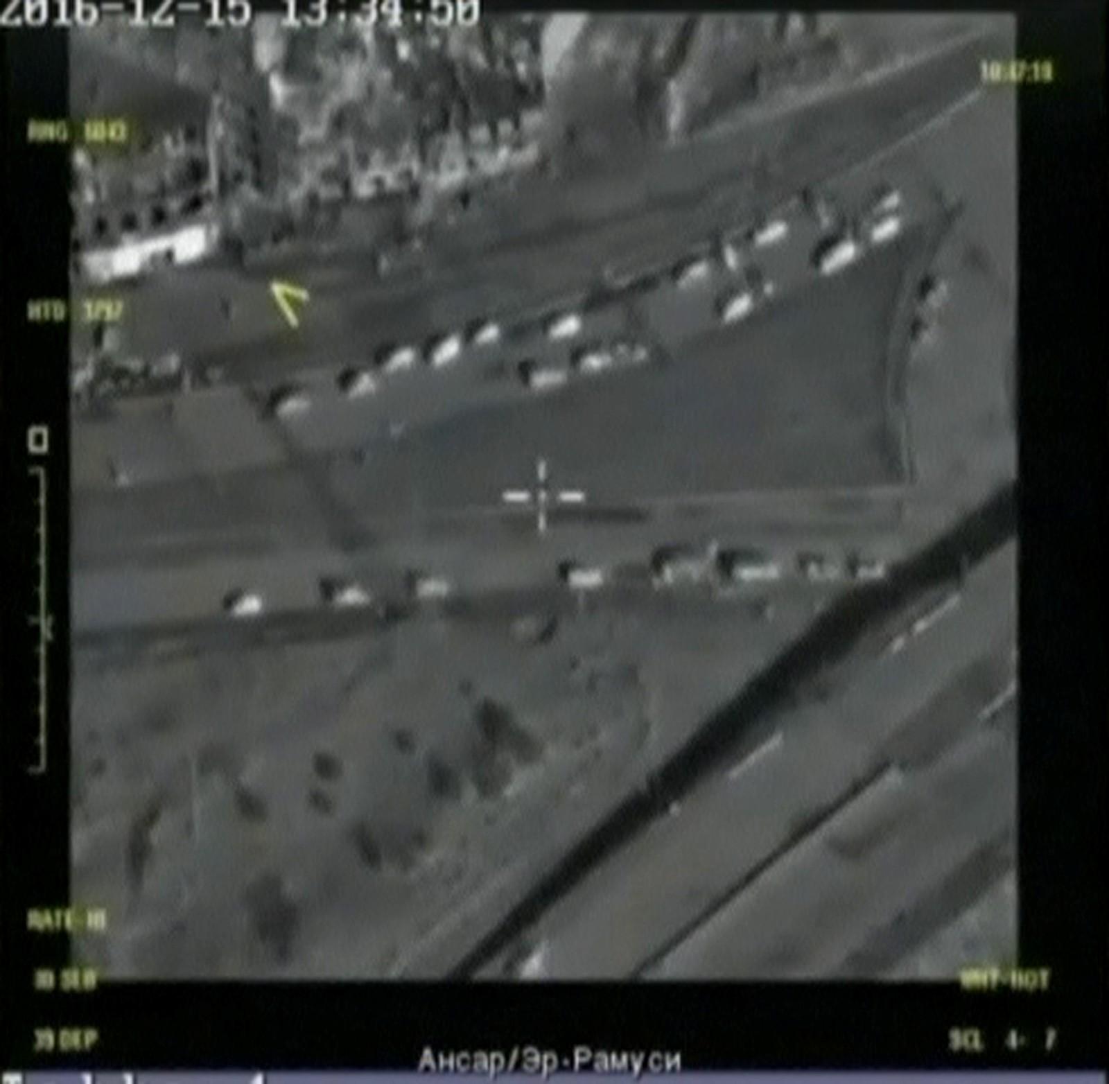 Et bilde sendt ut av det russiske militæret som skal vise at de fulgte med evakueringen i østlige deler av Aleppo med droner.