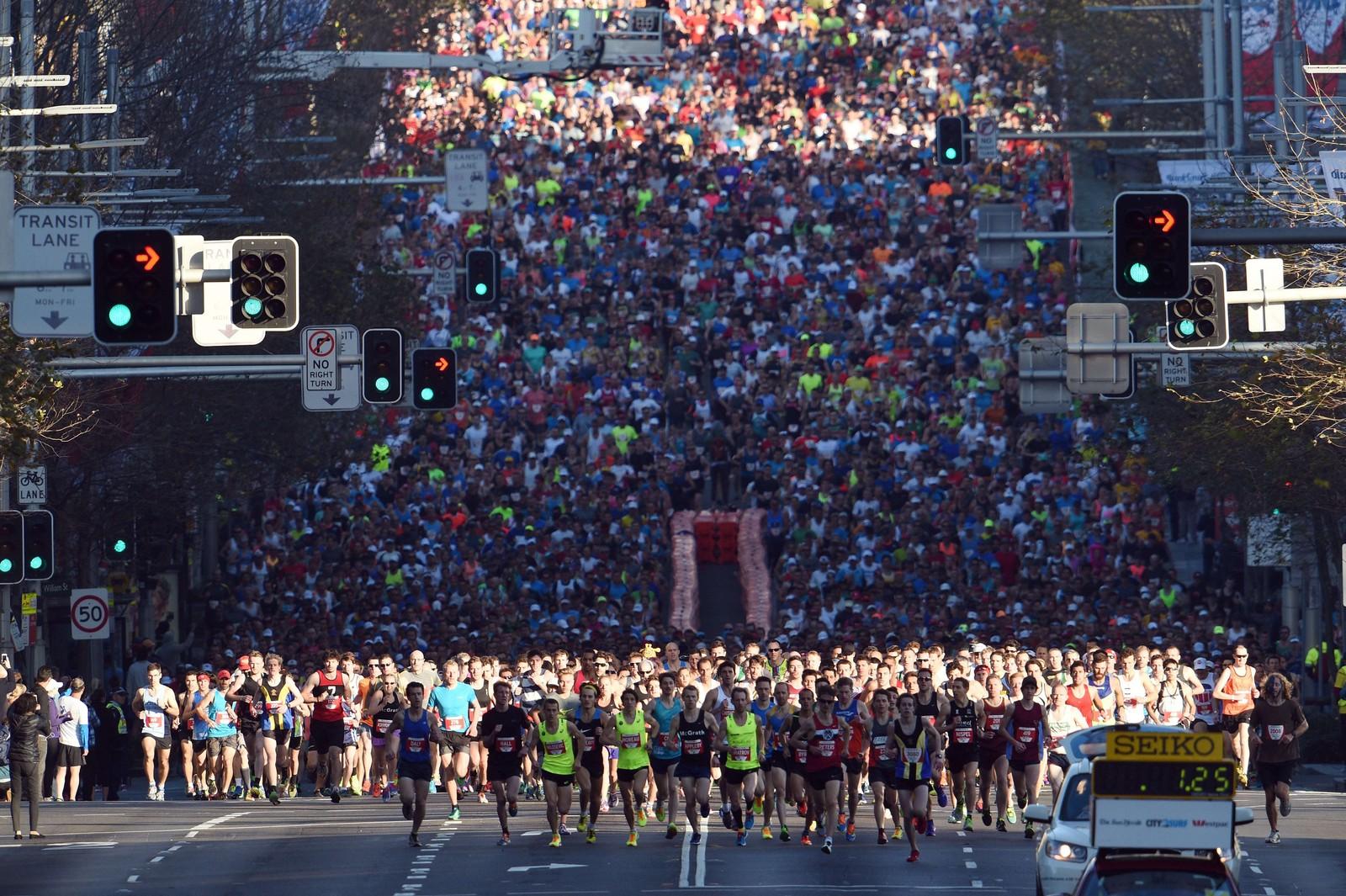 I det som kalles verdens største «fun run» deltok over 80.000 deltakere i Sydney på søndag. Løpet er 14 kilometer langt og samler inn penger til veldedige formål.