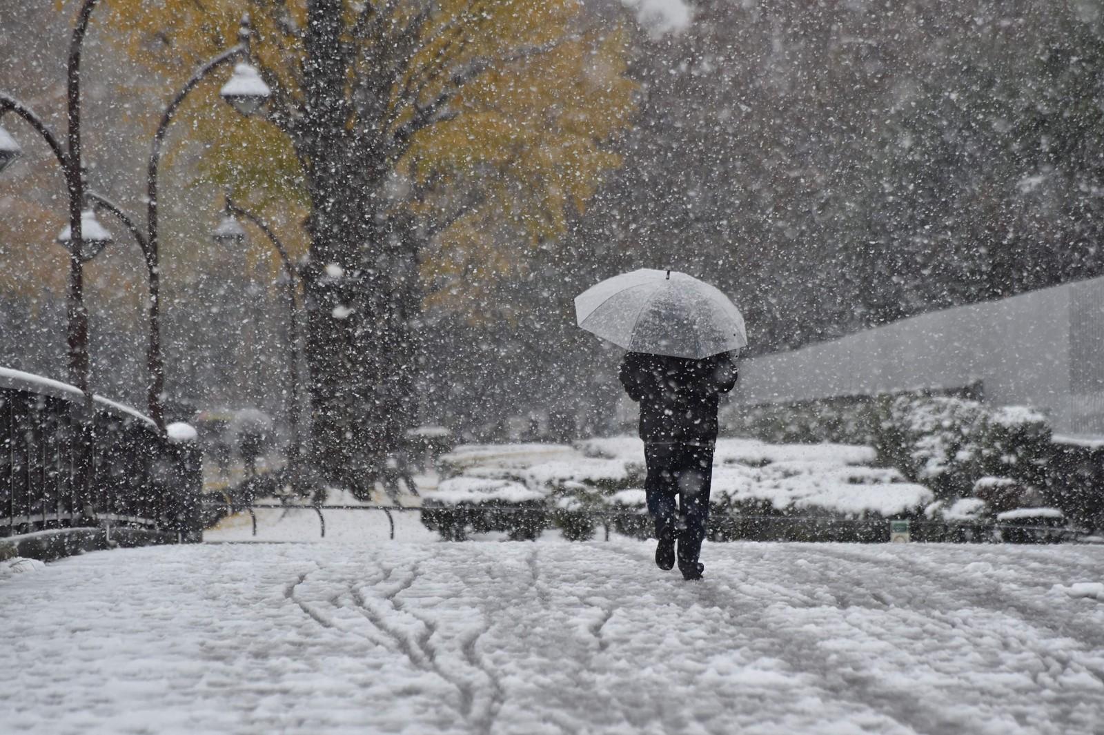 Det er venta 2 centimeter med snø i løpet av ettermiddagen.