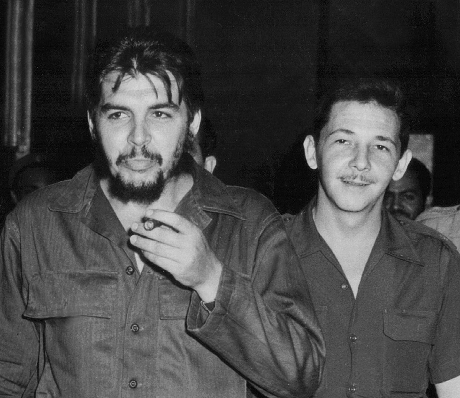 Che Guevara sammen med lillebror Raul Castro.