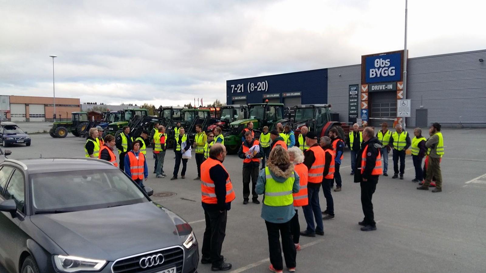 Bøndene aksjonerer ved Coop i Trondheim.