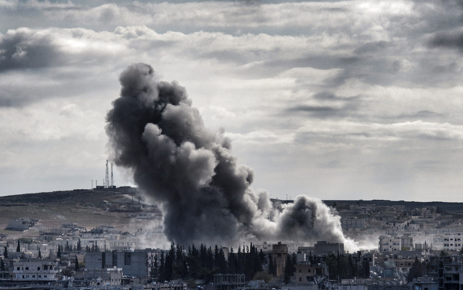 Smoke rises above from Syrian Kurdish town of Kobane, also known as Ain al-Arab, as seen from the Turkish border town of Suruc, in Sanliurfa province, on November 2, 2014. Iraqi peshmerga fighters prepared on November 1 to join the fight against jihadists for the Syrian border town of Kobane, lifting hopes among residents of a turning point in the highly symbolic battle.