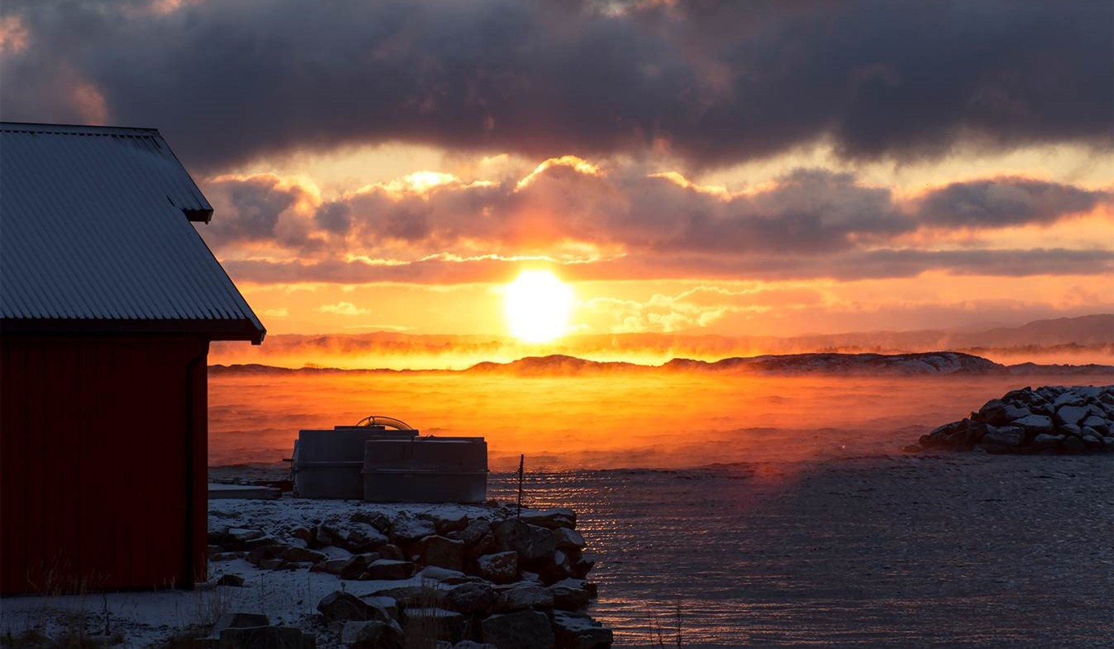 Soloppgang og frostrøyk, Hammarvika, Frøya