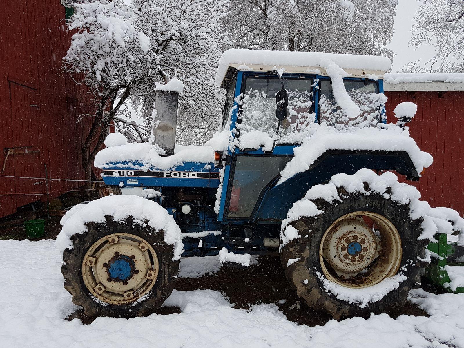 13 cm i Hurdal, melder innsender. Ser ut som traktorkjøring kan bli en kald fornøyelse i dag.