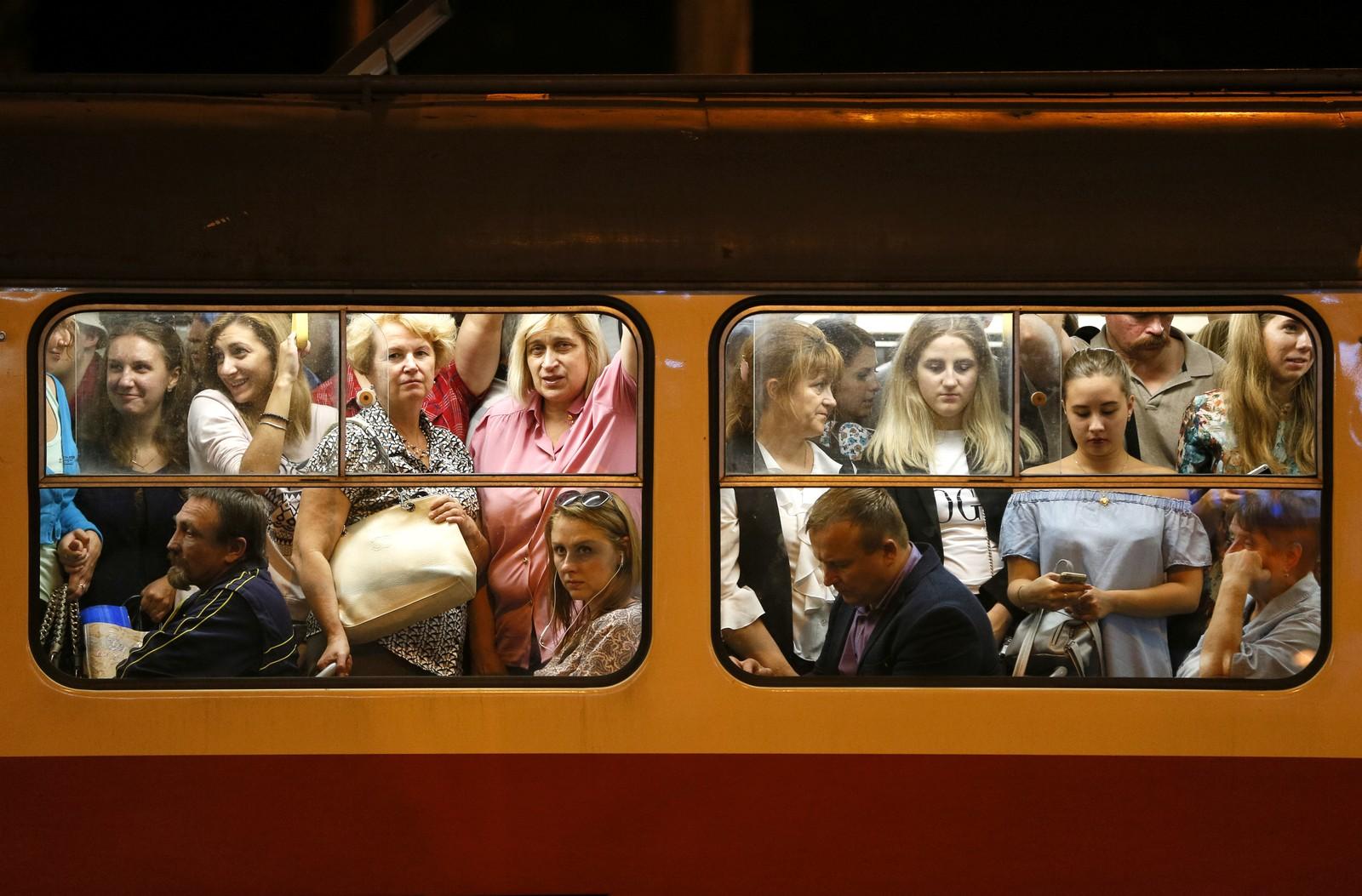 Det ser koselig ut. En tettpakket trikk i Kiev.