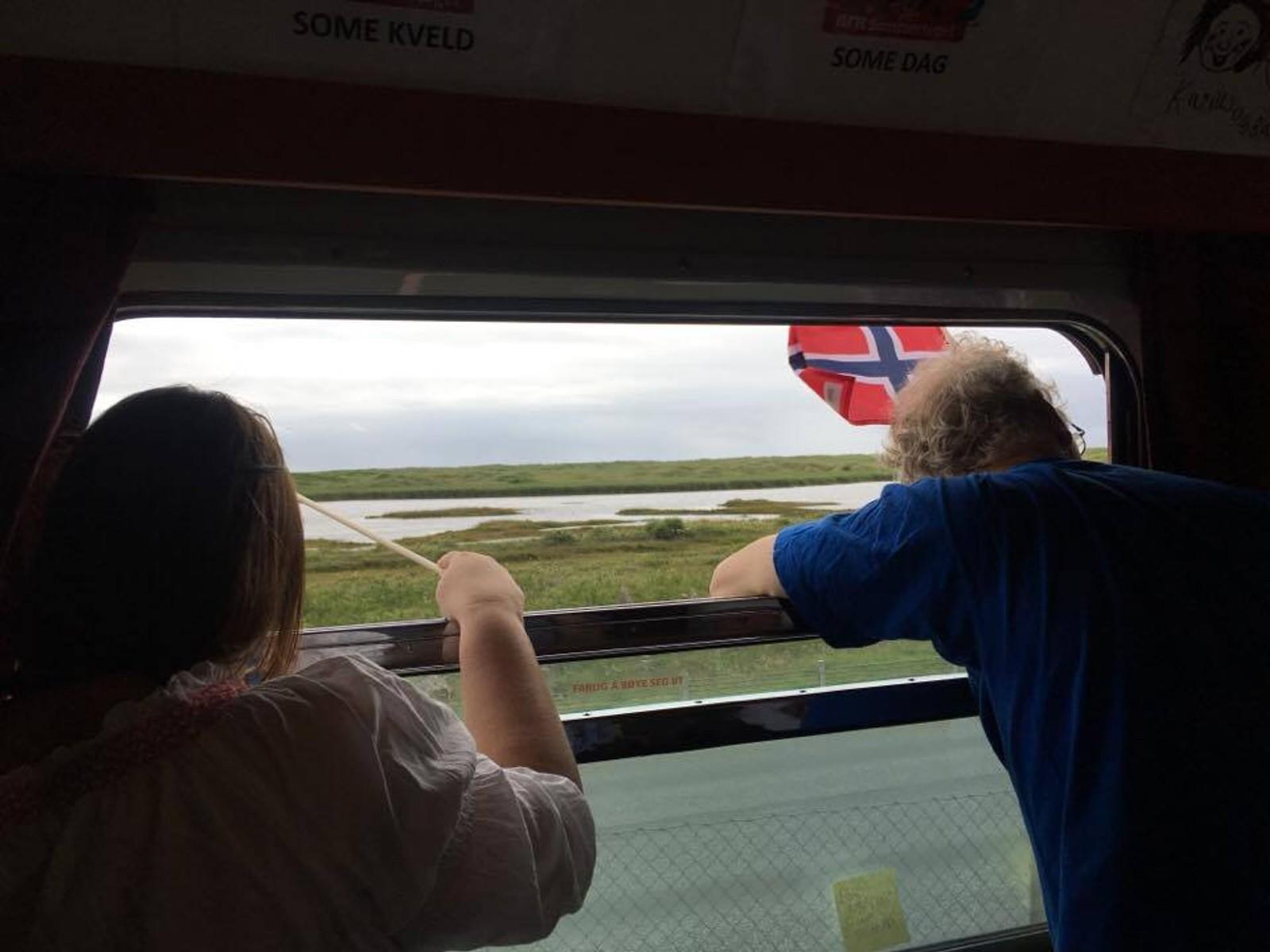 Fra toget kunne passasjerene se flate Jæren og havet.