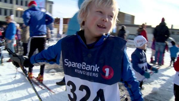 Norsk serie om barn som har en ekstra utfordring å leve med. Håkon trener og trener og er veldig god til å gå på ski. Han har atopisk eksem og er flink til å passe på å smøre seg med krem mange ganger om dagen. Han er veldig glad i mormor og morfar, men de bor veldig langt unna. Til sommeren skal han reise til dem helt alene med fly.