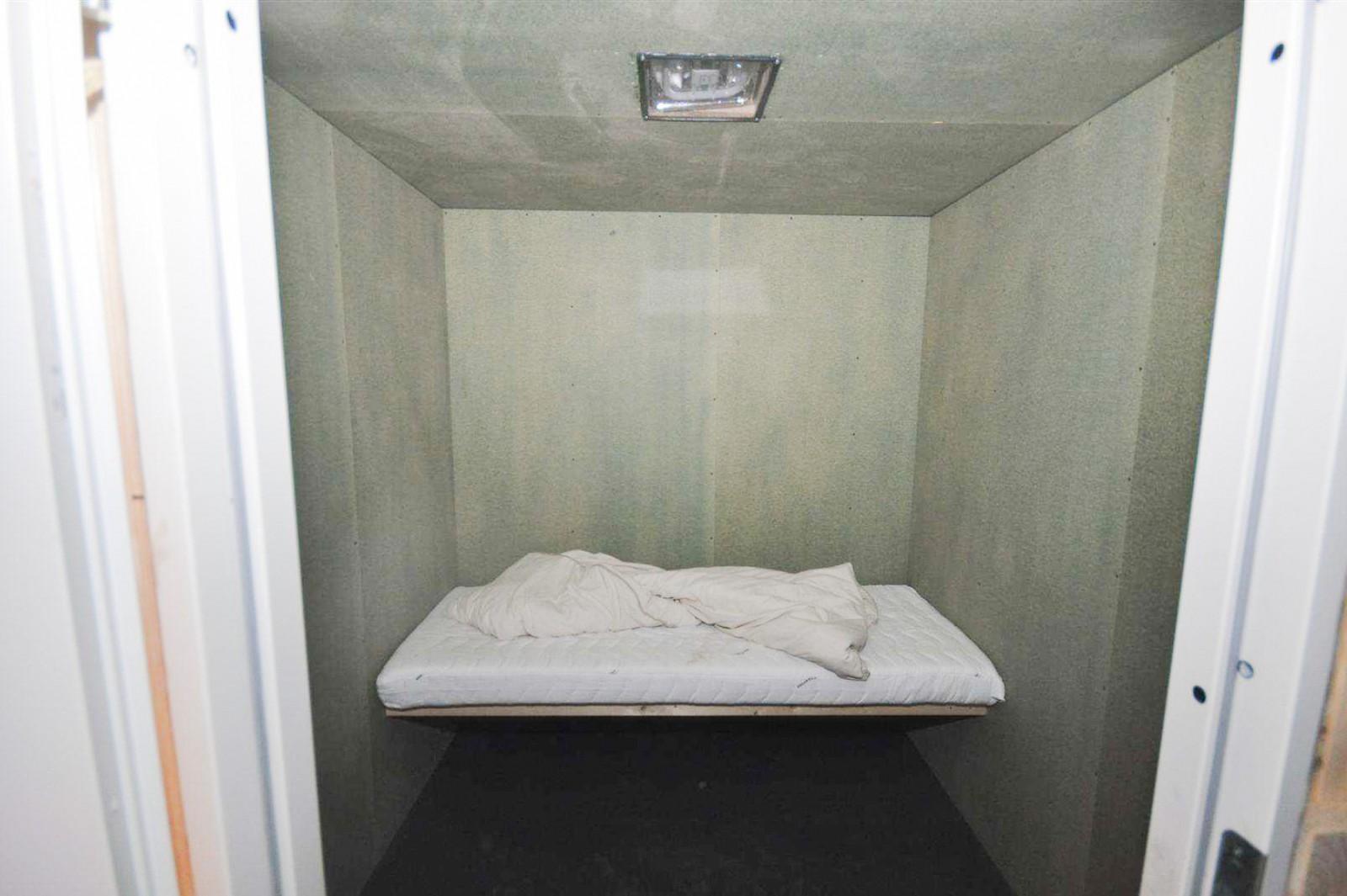 I denne cellen ble kvinnen i 20-årene holdt fanget