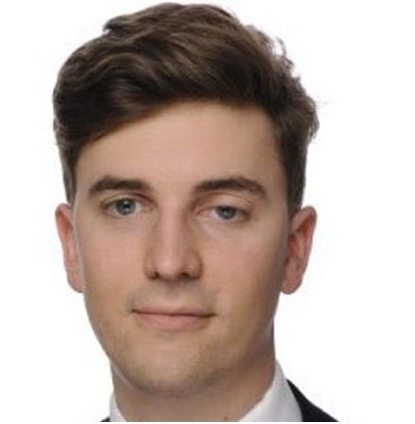 DREPT: Valentin Ribet (26) studerte juss og jobbet for advokatfirmaet Hogan Lovells i Paris. Han blir beskrevet som en intelligent og pålitelig mann. Ribet ble drept på konsert i Bataclan.