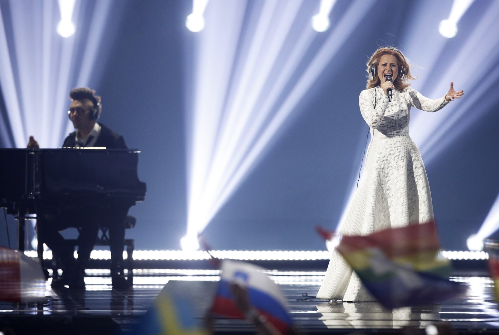 1. SLOVENIA: Slovenia stiller med indie/pop-duoen Maraaya og komponist Raay med låten «Here for You».