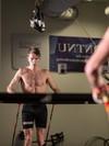 Tønseth går på rulleski-mølle med refleksmarkører på hele kroppen.