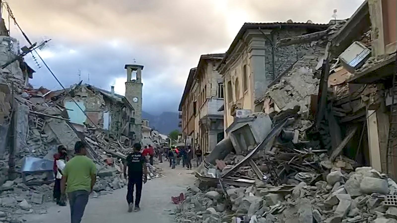 Store deler av Amatrice ble ødelagt i skjelvet.