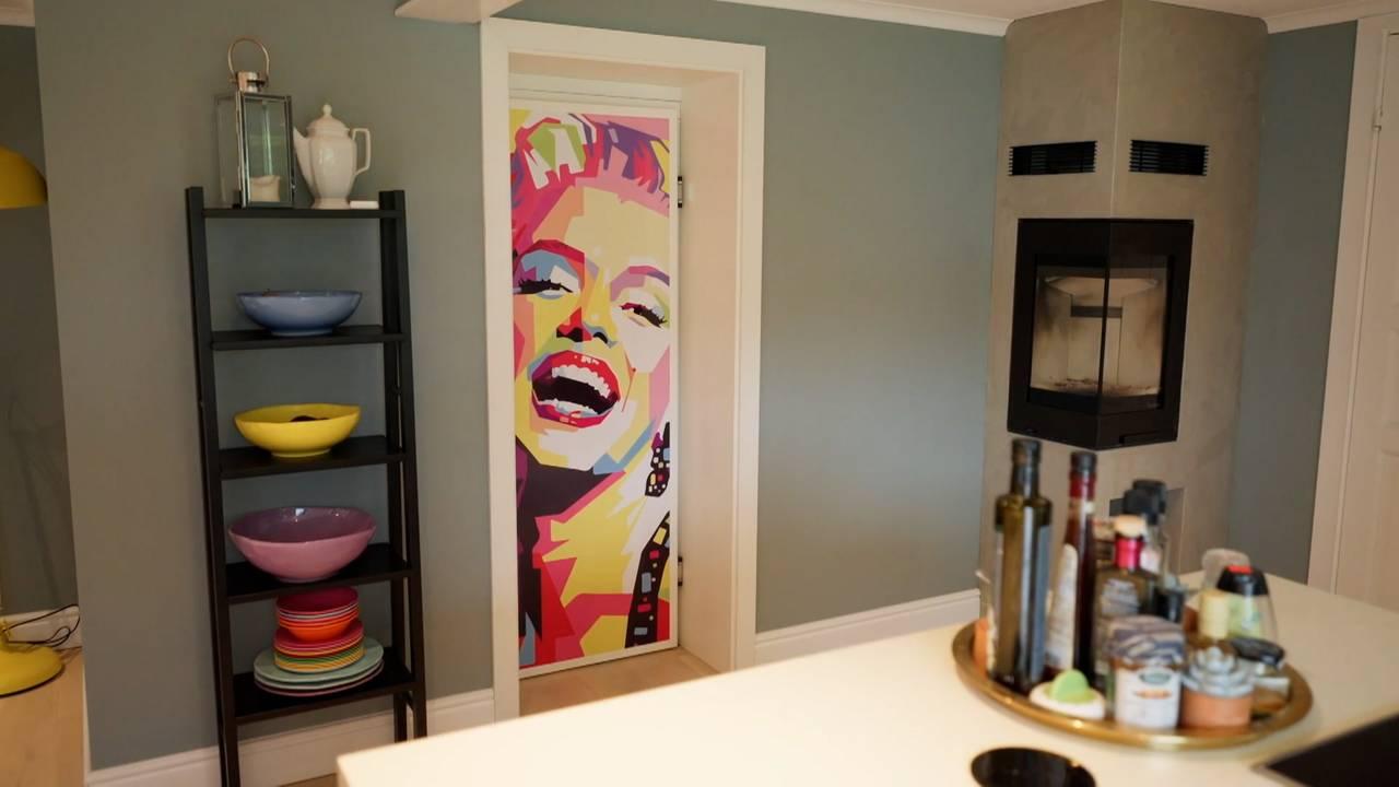 Kjøkkenet til Camilla Mørstad og familien med Marilyn Monroe-plakat