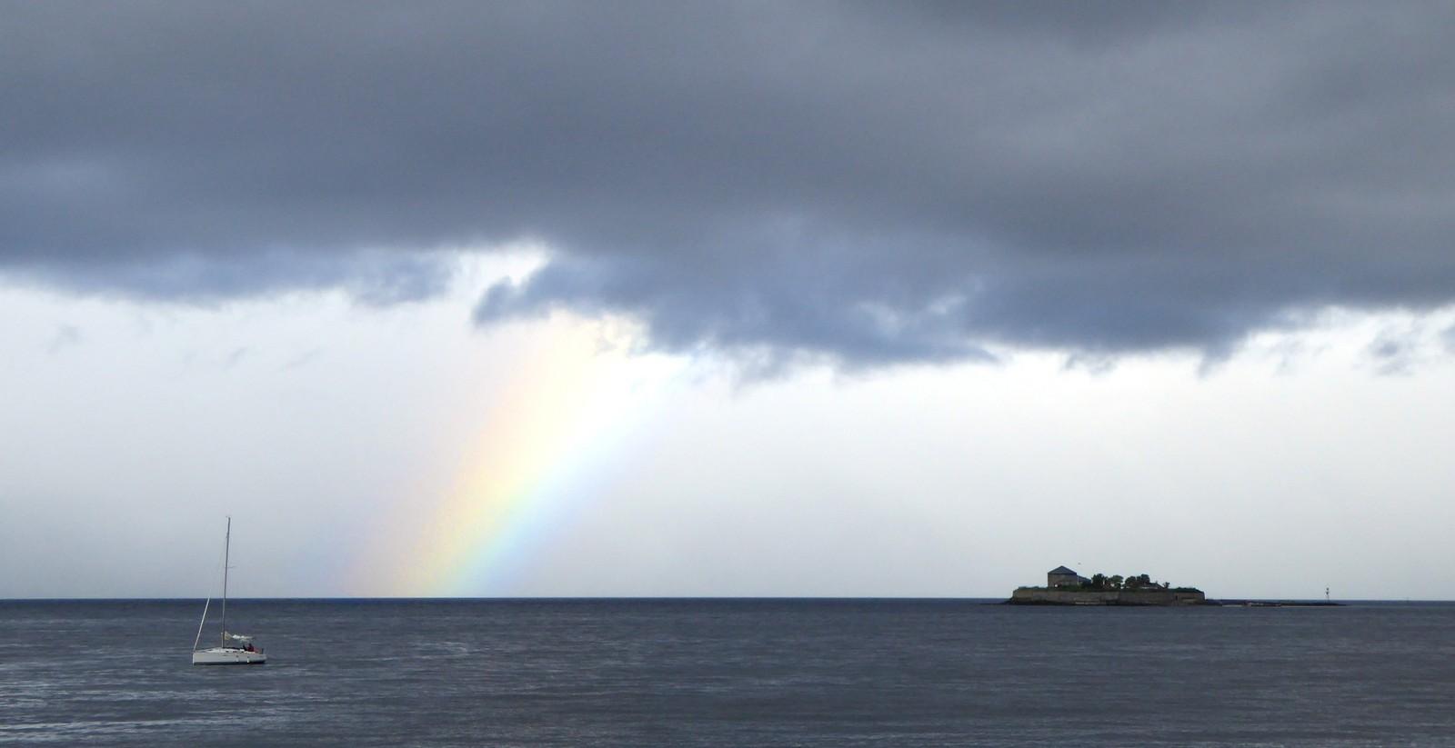 Regnbue over Trondheimsfjorden