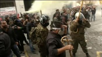 Gatekampar utanfor landbruksdepartementet i Aten.
