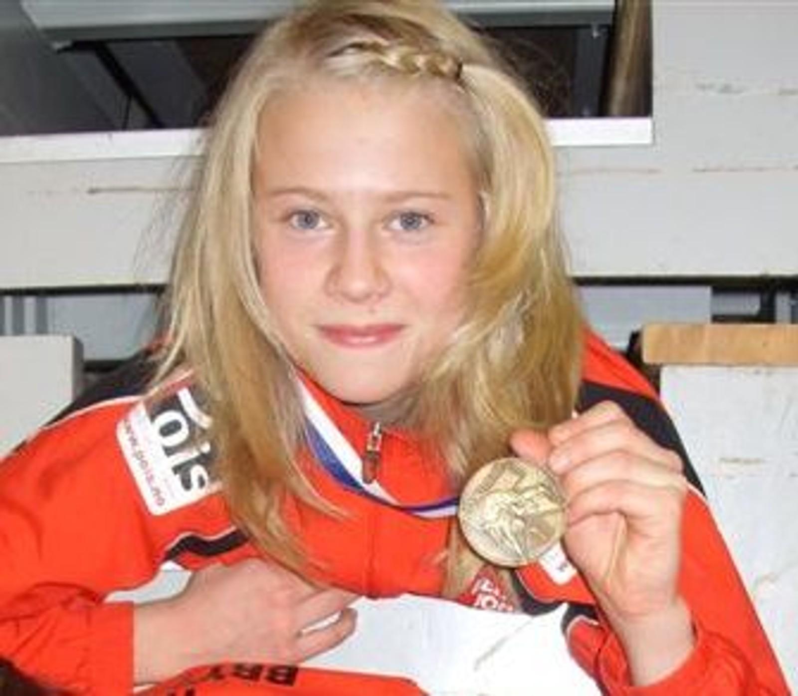 Signe Marie Fidje Store (14) etter at hun vant bronsefinalen i Cadet EM, 49 kg.