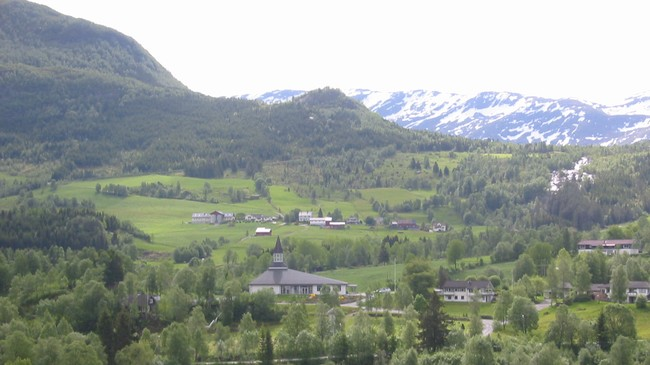 Kyrkja på Vassenden i Jølster er den nyaste av dei 119 kyrkjene i Sogn og Fjordane. Foto: Ottar Starheim, NRK.