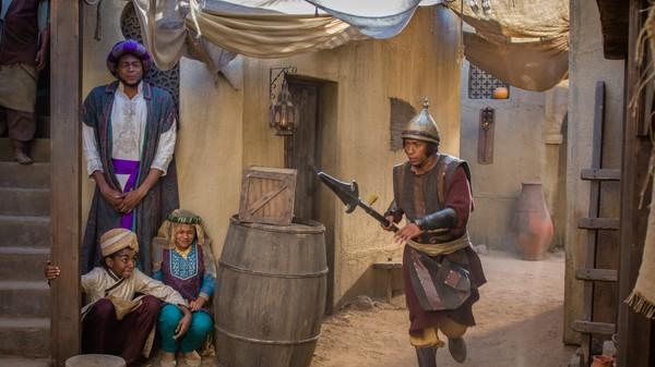 Britisk dramaserie. Den mystiske gaven.En mann ved navn Hariraam utgir seg for å være sendebud fra Maharajaen av India, og påstår han har med seg en enhjørning til Sultanen. Storvesiren biter på, men Jamillah og Aladdin er ikke like enkle å lure!