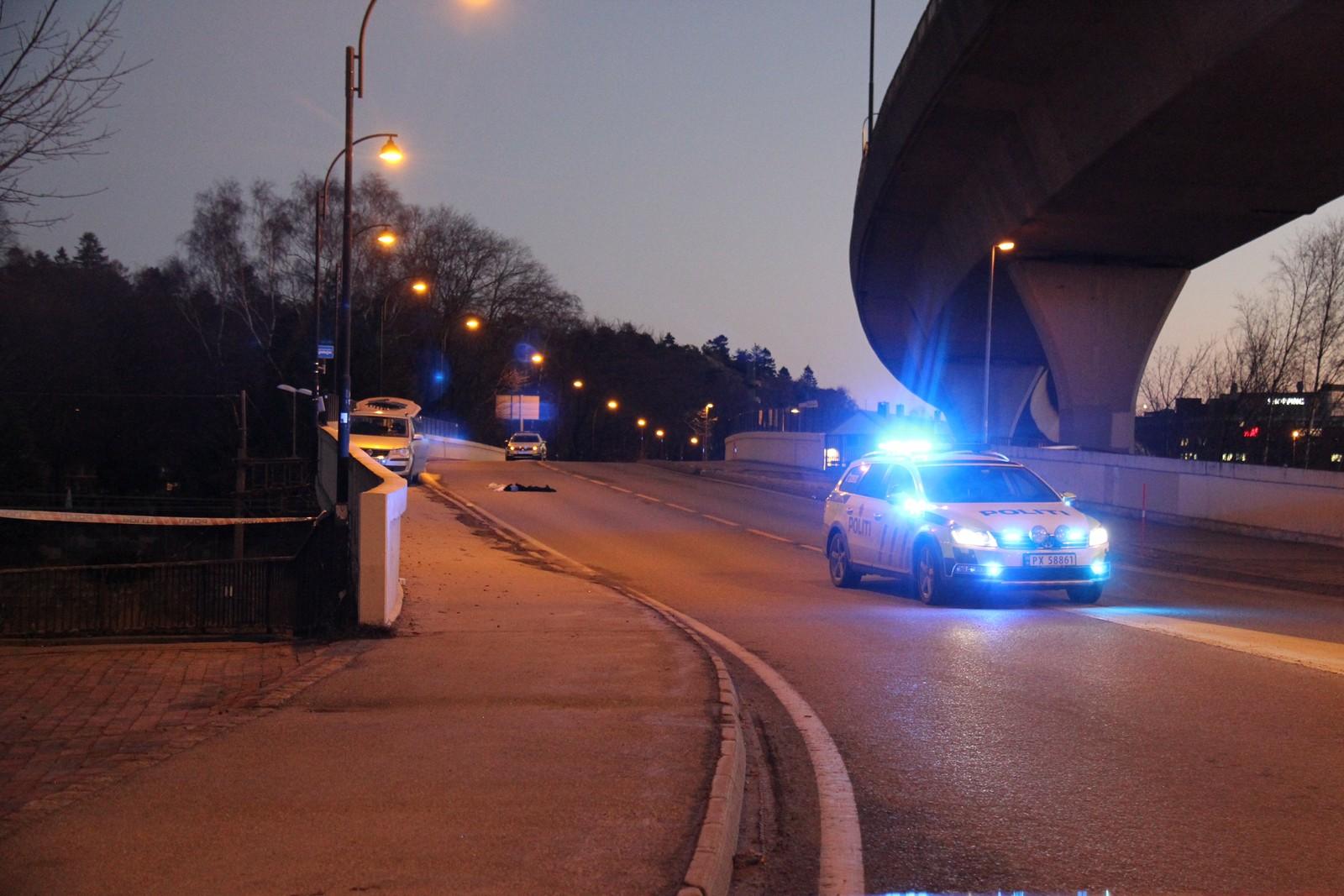 Politibil på stedet etter skytingen.