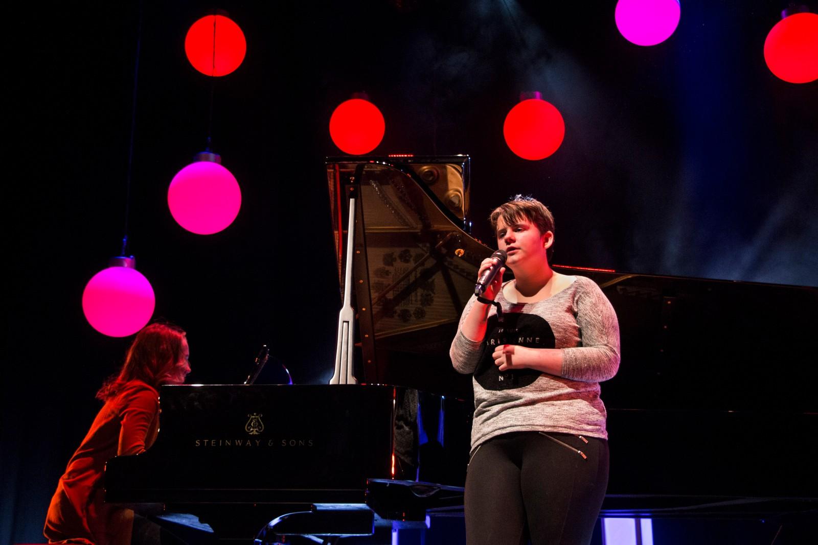 LÆRDAL: Frøya Pixie Williams og Synne Bentås - You are the moon