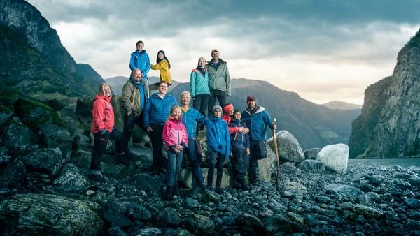 Tre familier skal på ekspedisjon i praktfull, norsk natur. Her skal de løse oppgaver og konkurrere mot hverandre.  De må overvinne sine egne utfordringer og frykt. Gjennom samarbeid skal de lære å mestre naturen. Programleder Ingrid Gjessing Lindhave.