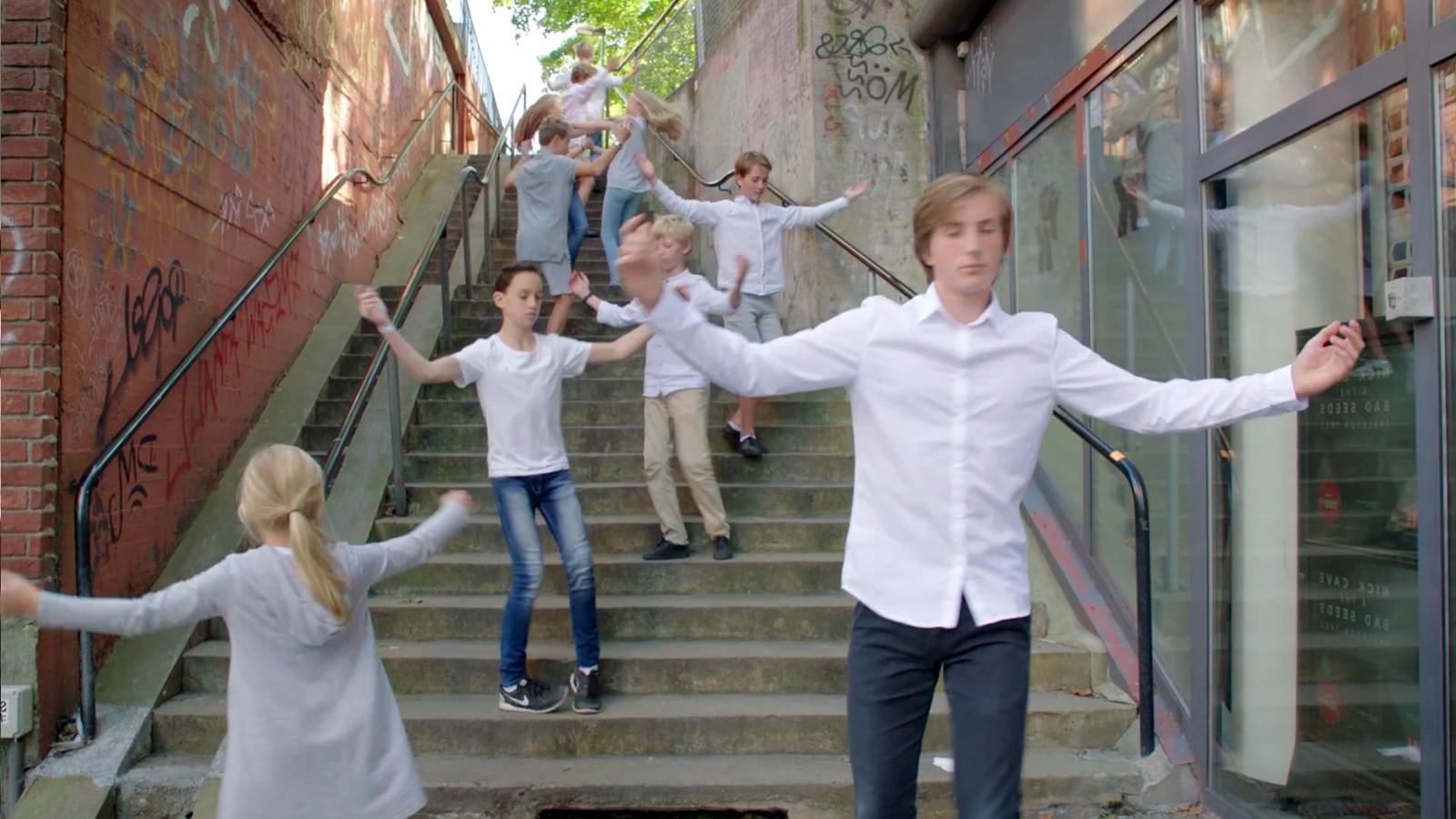 Nokre scener er frå meir urbane strok. Biletet er frå ein av filmane som kjem på Noregs Ungdomslag sitt «Folkepedia».