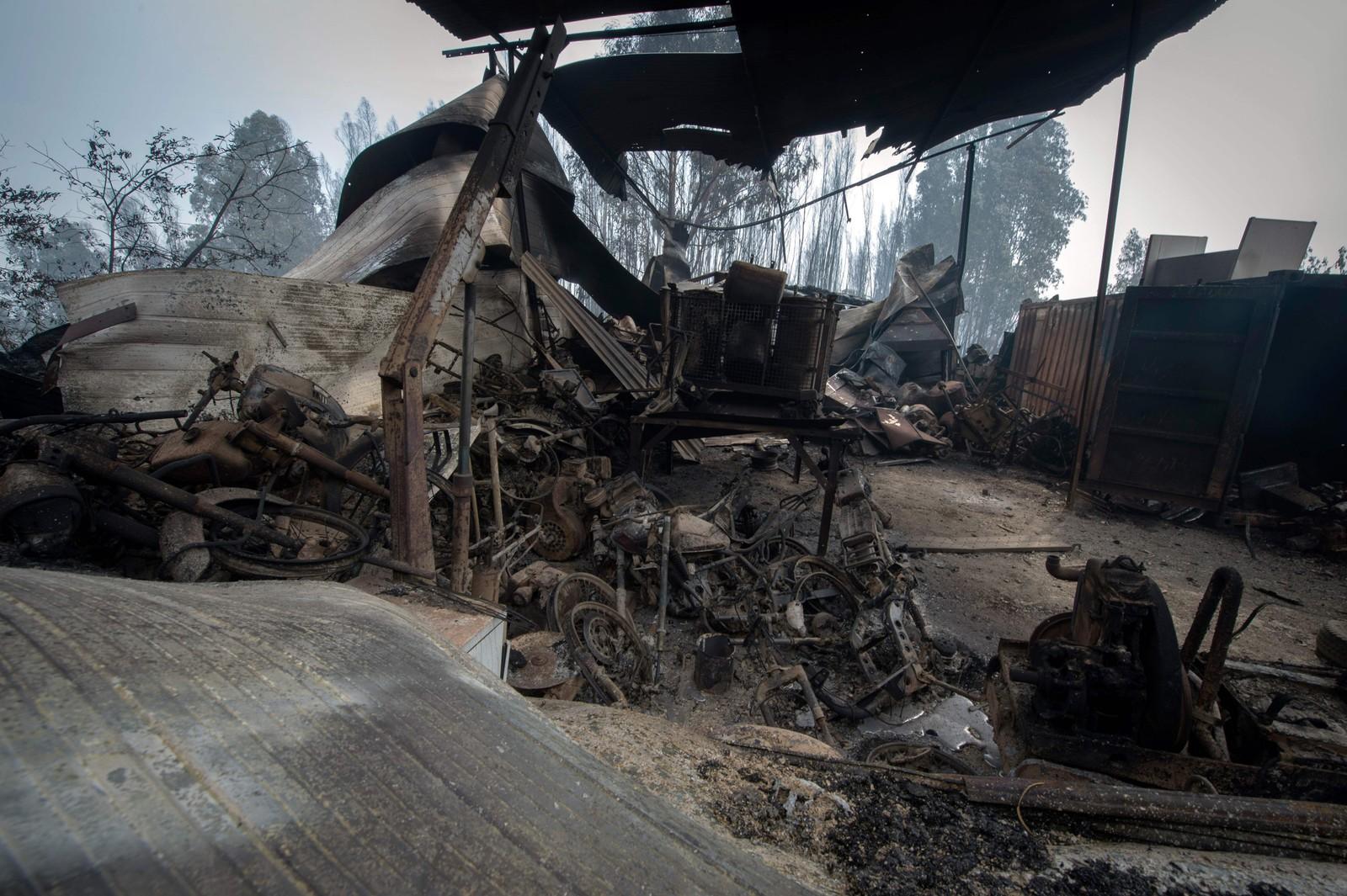Ruinene av en garasje i Figueiro dos Vinhos. / AFP PHOTO / MIGUEL RIOPA