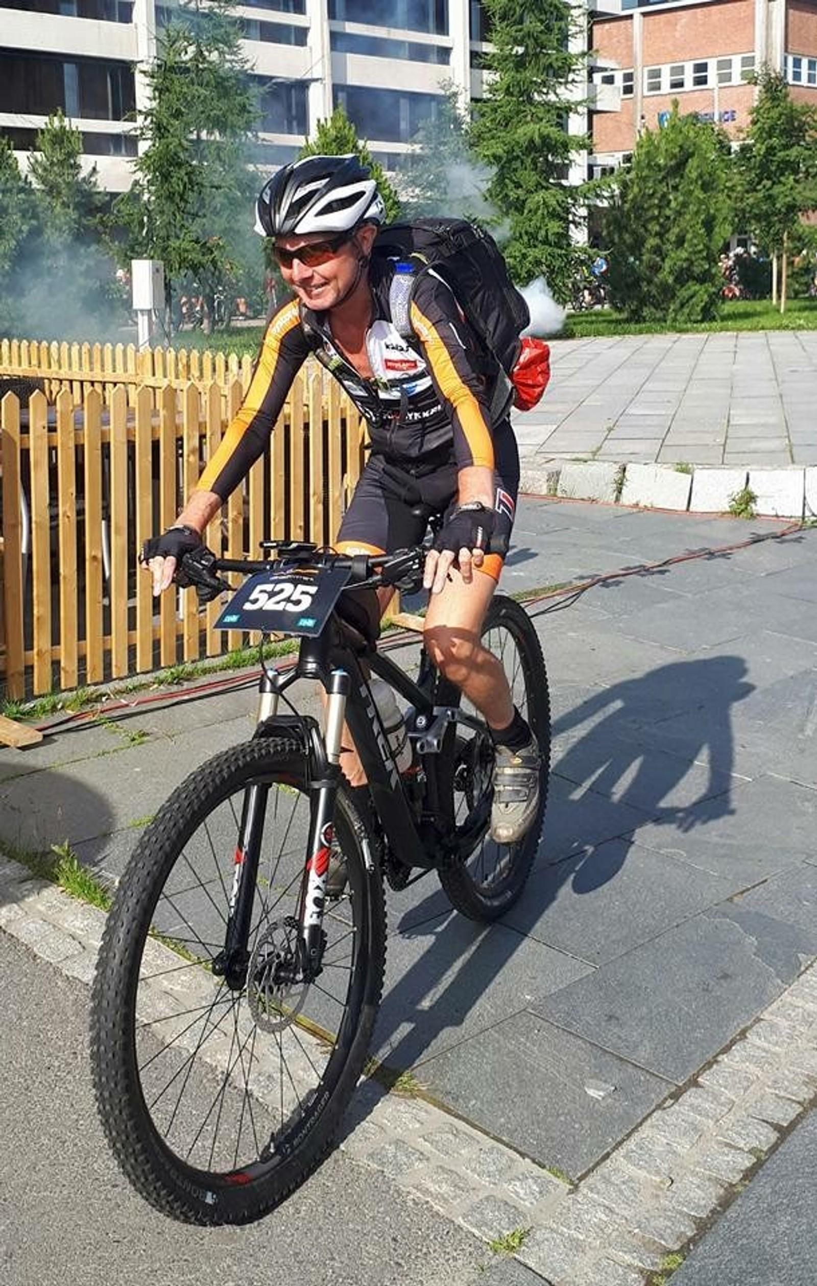 I slutten av juli var Jens Ingvald for første gang med på Offroad Finnmark som er 150 kilometers langt sykkelritt. – Det er en fordel å holde seg i fysisk aktivitet og i god form så man har kondisjon til dette arbeidet.