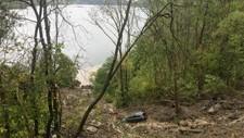 STORT RAS: Det har gått et større stein og jordras ved Skar i Liavegen i Samnanger.
