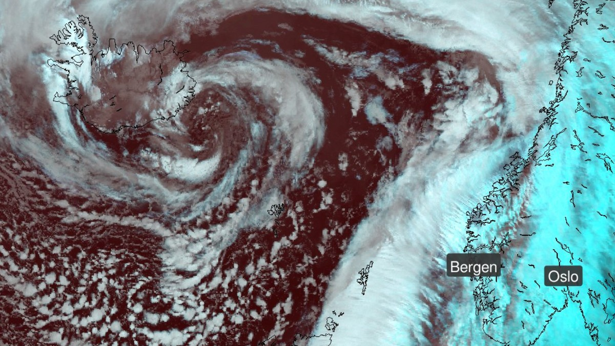 Stormsenter på veg mot Noreg.