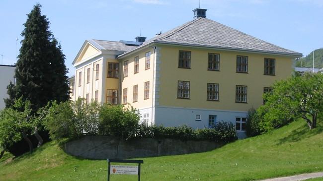 Tinghus I vart bygt i 1939. Foto: Arild Nybø, NRK.