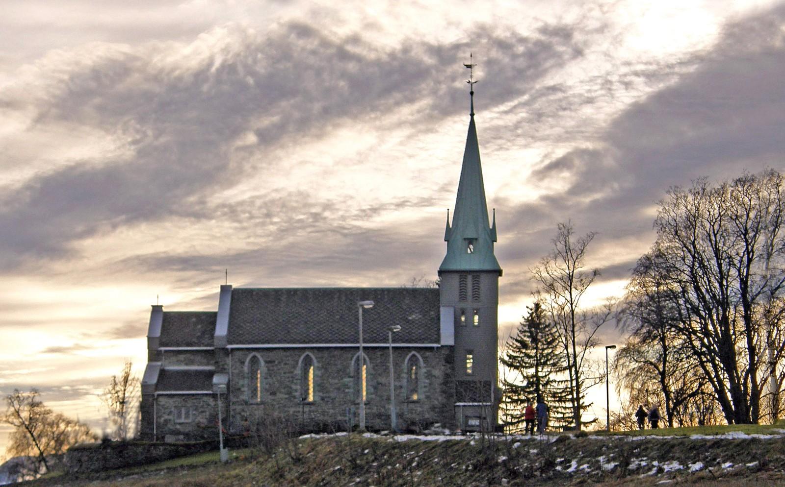 Havstein kirke er bygd i gotisk stil i 1857. Det er en langkirke i stein med 200 plasser.