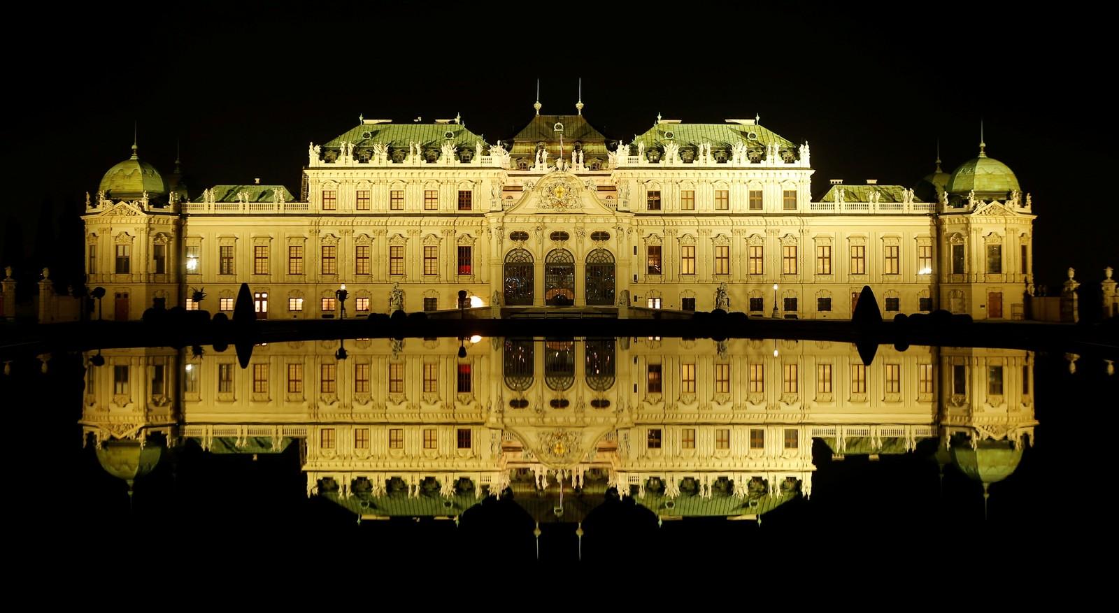 Palasset Belvedere i Wien i Østerrike før lysene slukkes...