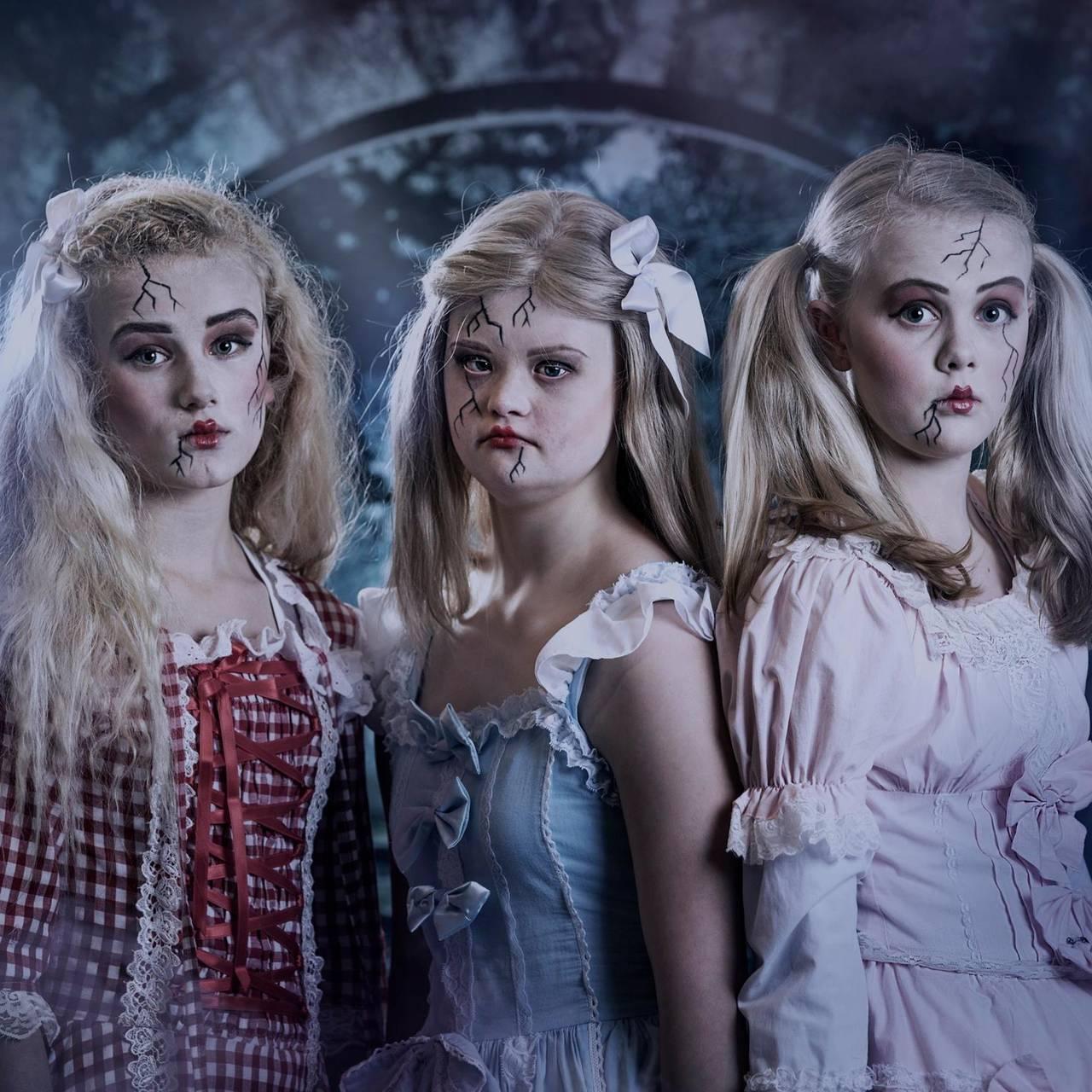 Bentine Borge som porselensdukke i Julens Magi, sammen med Annicka Westerfors Sletten  og Amanda Ask Glenjen.