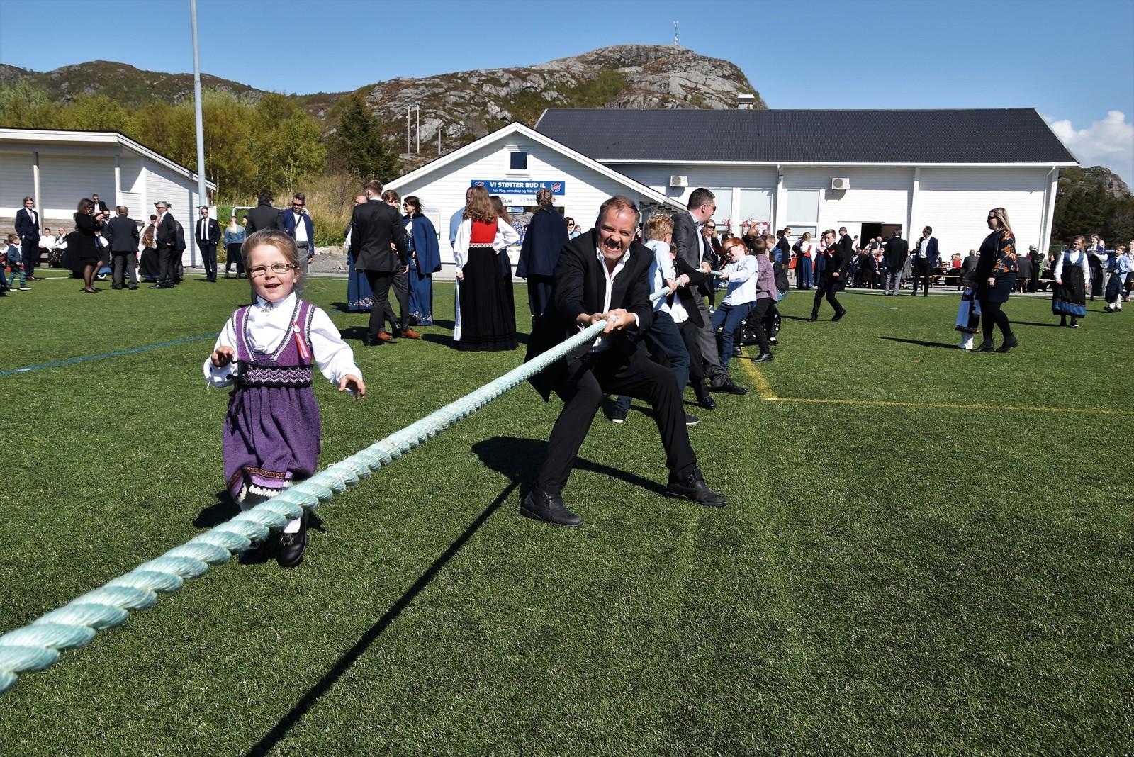 Tautrekking var populært i Bud på nasjonaldagen.