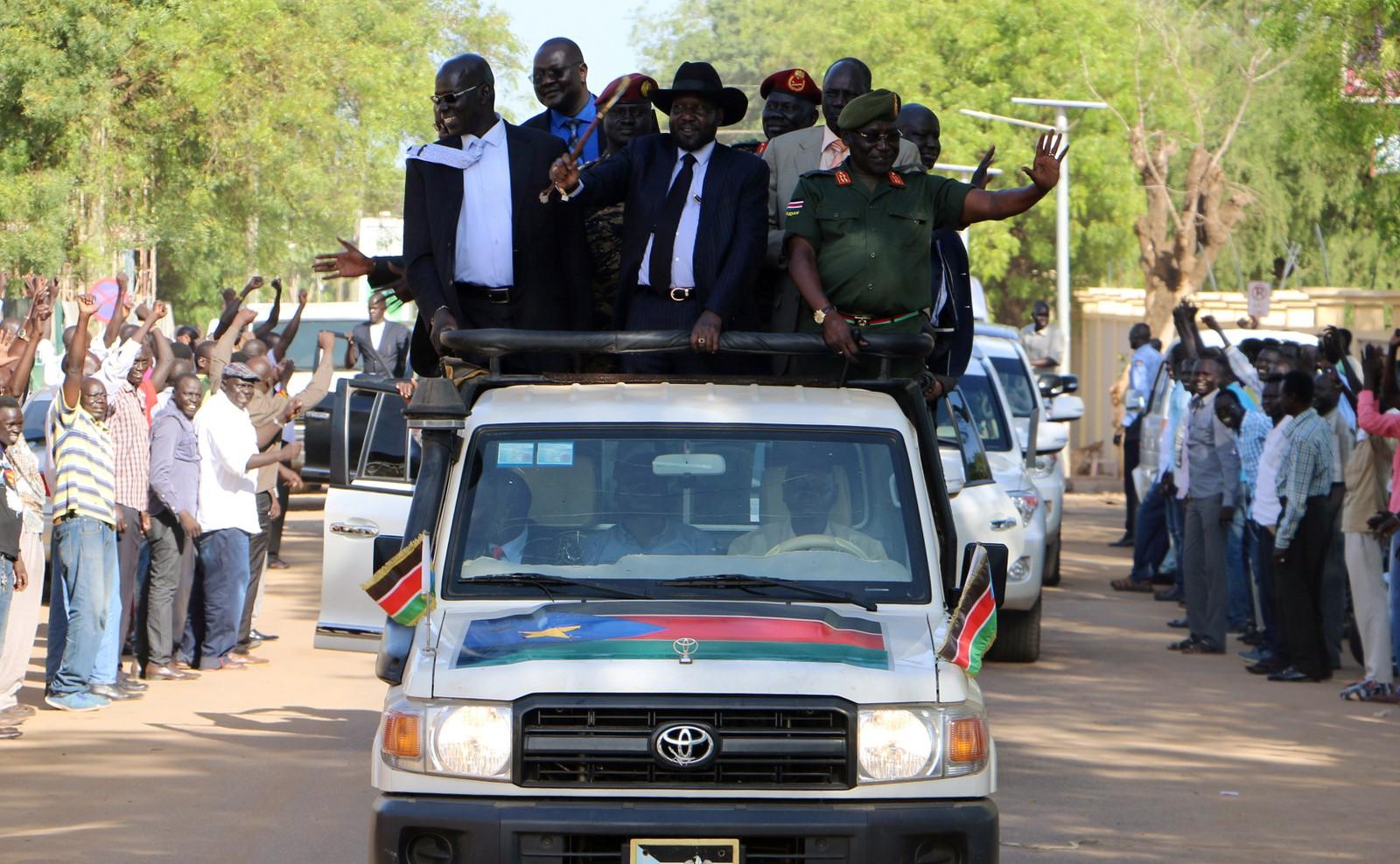 Sør-Sudans president Salva Kiir kjører gjennom gatene i hovedstaden Juba i Sør-Sudan.