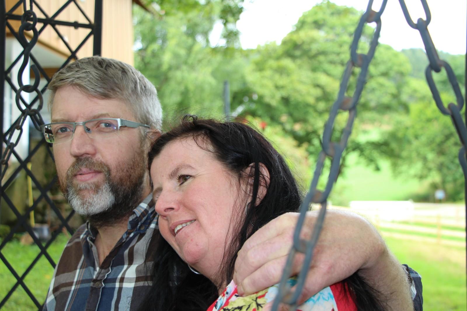 UTETID: Jon Reidar Austerheim og Marit Austerheim nyter også en god del tid ute i hagen.