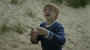 Jonas leker med drage!
