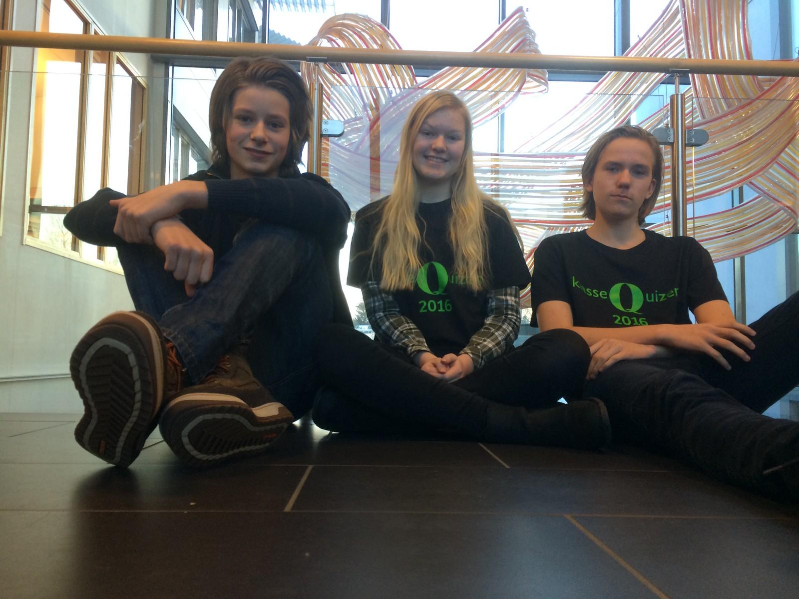 Tobias Frisvold Ruud, Ingrid Stubberud og Aksel Jordamo Lysne fra Ajer ungdomsskole fikk 10 poeng.