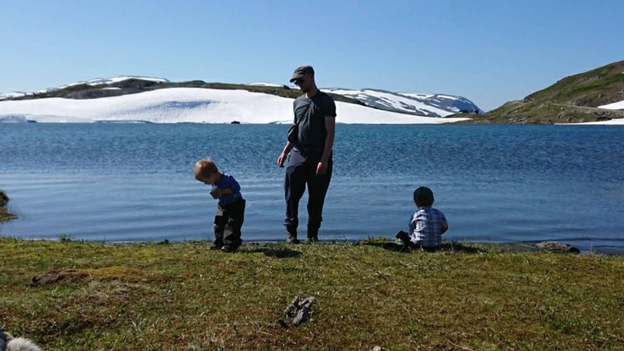Mats Jonas Pavall og barna på fjellet