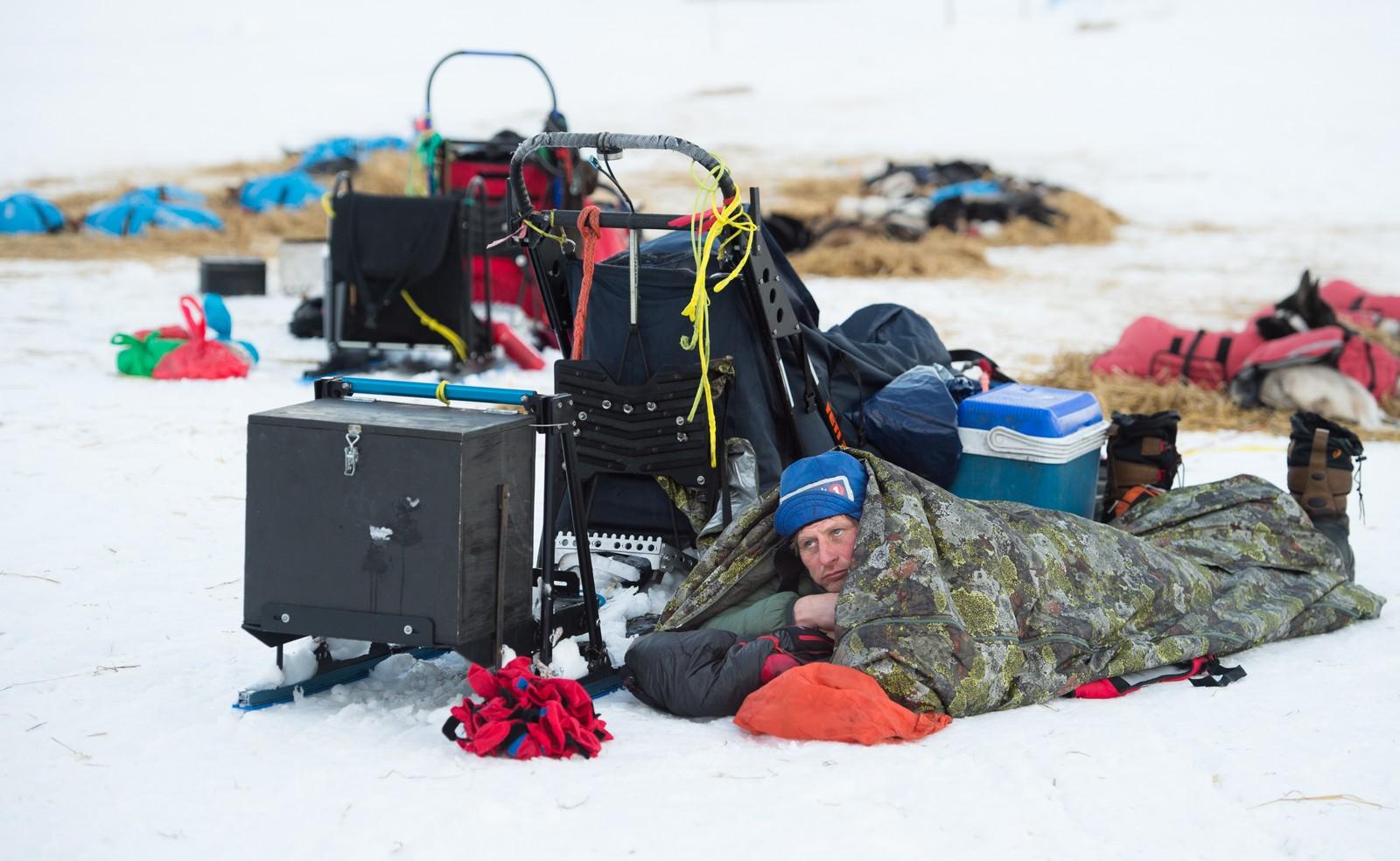 - Jeg liker ikke å ligge inne i trange rom, sa Sven-Erik Gullbekk da NRK spurte hvorfor han bare la seg i fjellduken og ikke på campinghytte i Øvre Pasvik.
