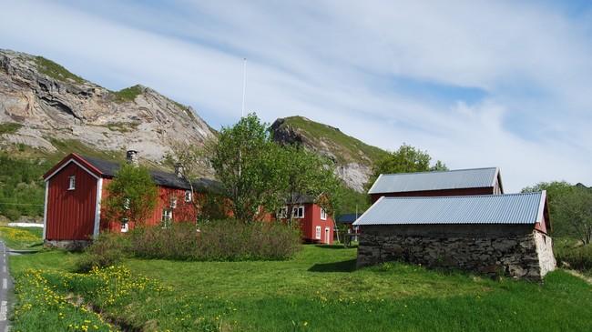 ELDST: Nordvik gård på Dønna er trolig det eldste, bevarte handelsstedet i Nord-Norge. Foto: Billy Jacobsen / NRK 2009