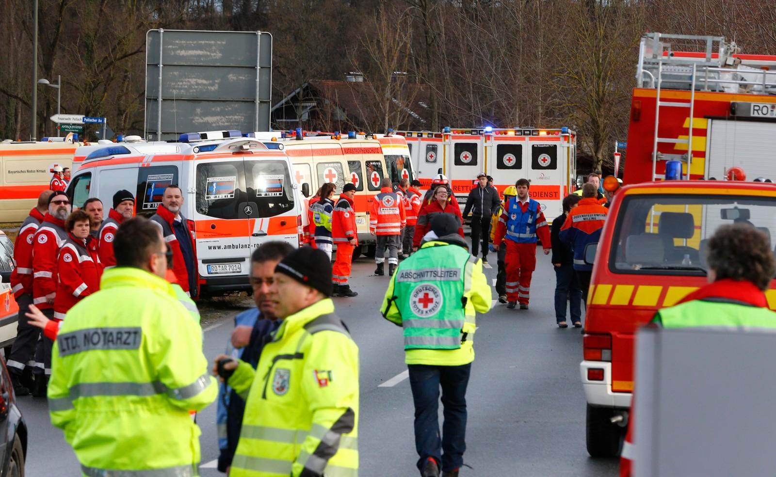 To tog har kollidert i nærheten av byen Bad Aibling sørøst i Tyskland, og ifølge politiet er det flere døde. Rundt 150 personer er skadd i kollisjonen.