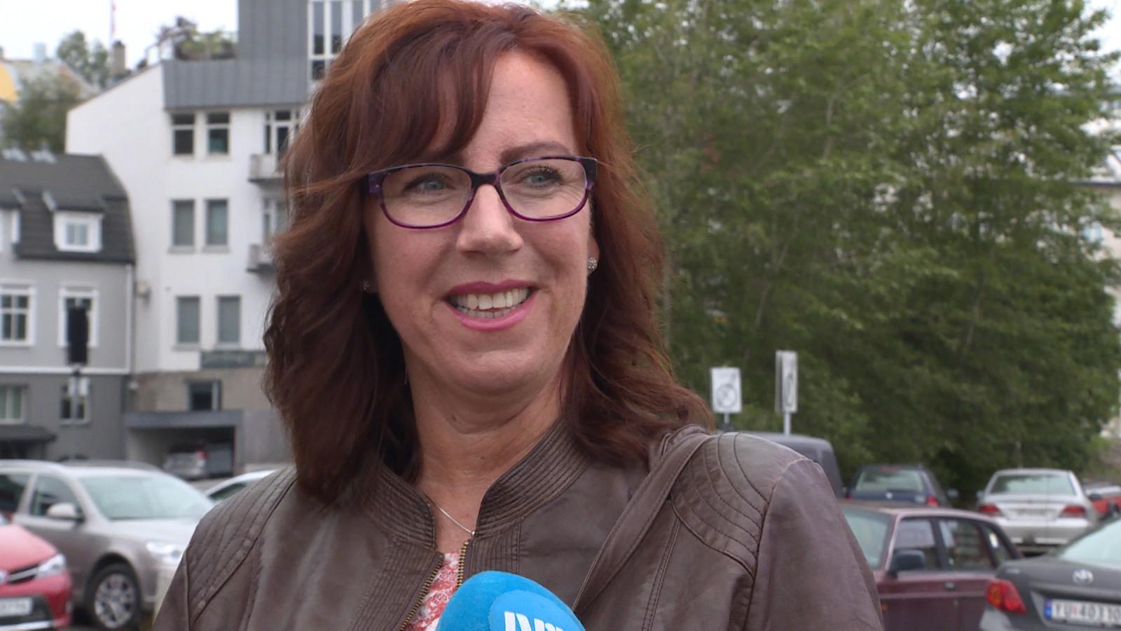Hilde Rygvik synes ikke at turistene ikke skal betale skatt for å besøke steder. Hun er usikker på hvilken annen måte de kunne betalt, men et alternativt kunne blitt at fergene kunne tatt ekstra betalt.