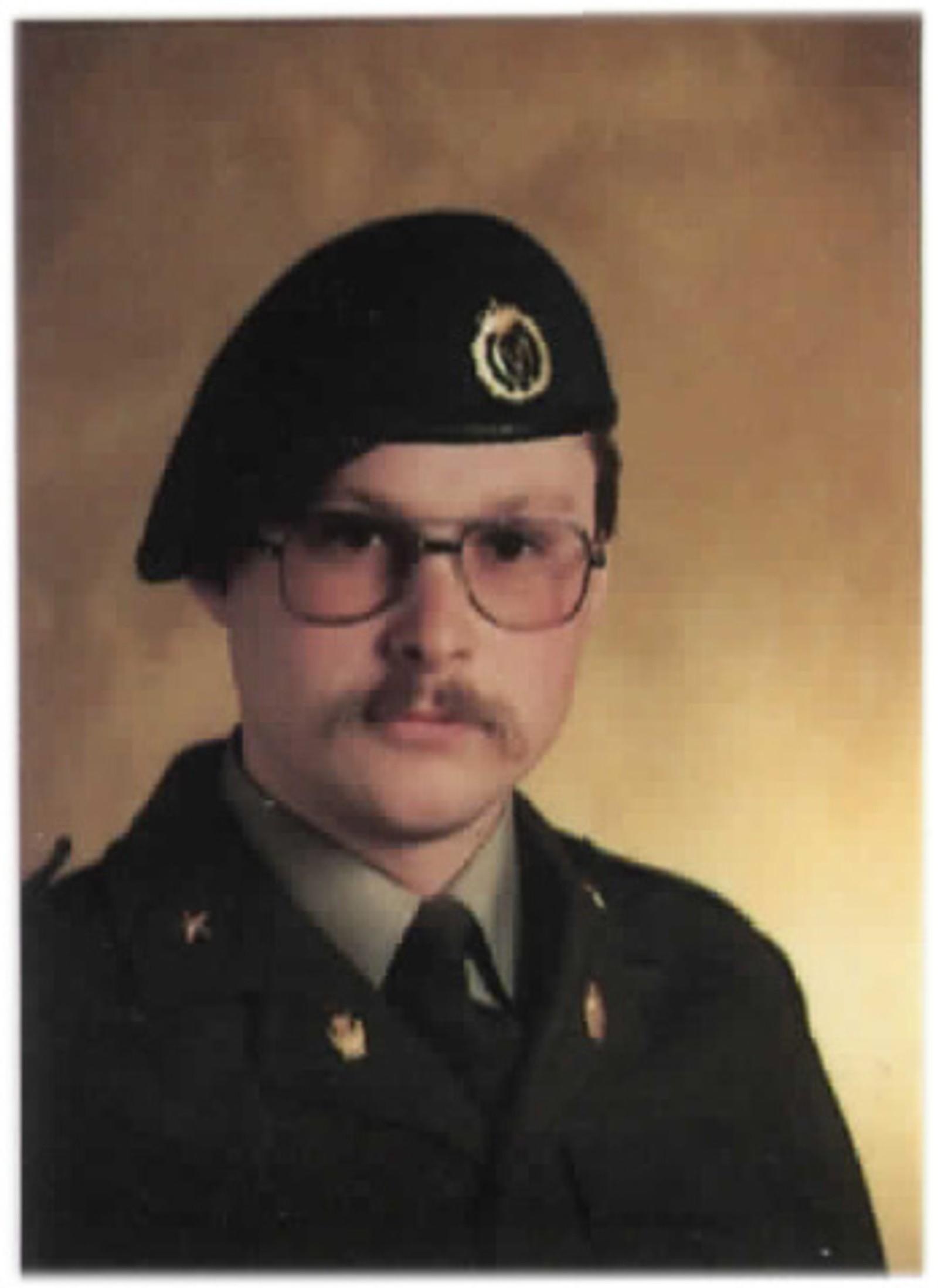 Fenrik Stein Gunnar Frostrud 1986. Overlevde.