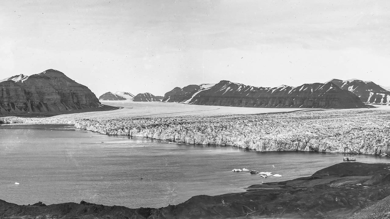 Bilde av tempelfjorden med isbre