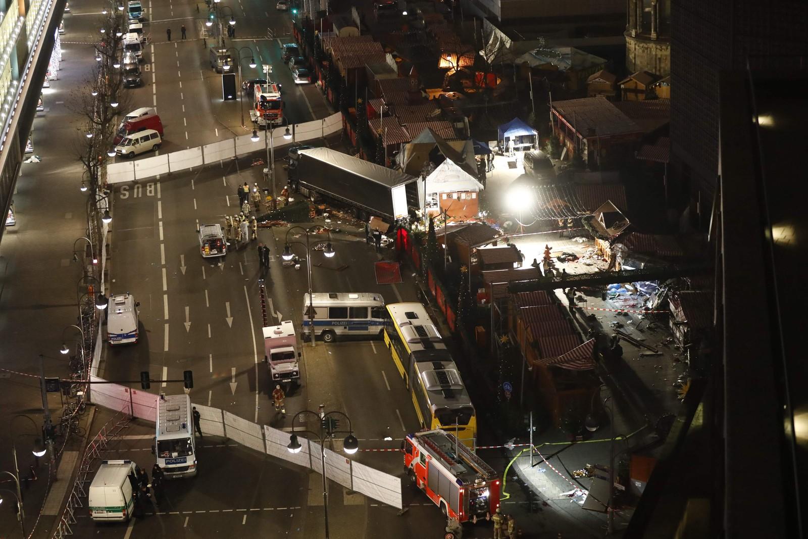 Lastebilen kjørte fra øst (øverst i bildet) og inn mot kirken.
