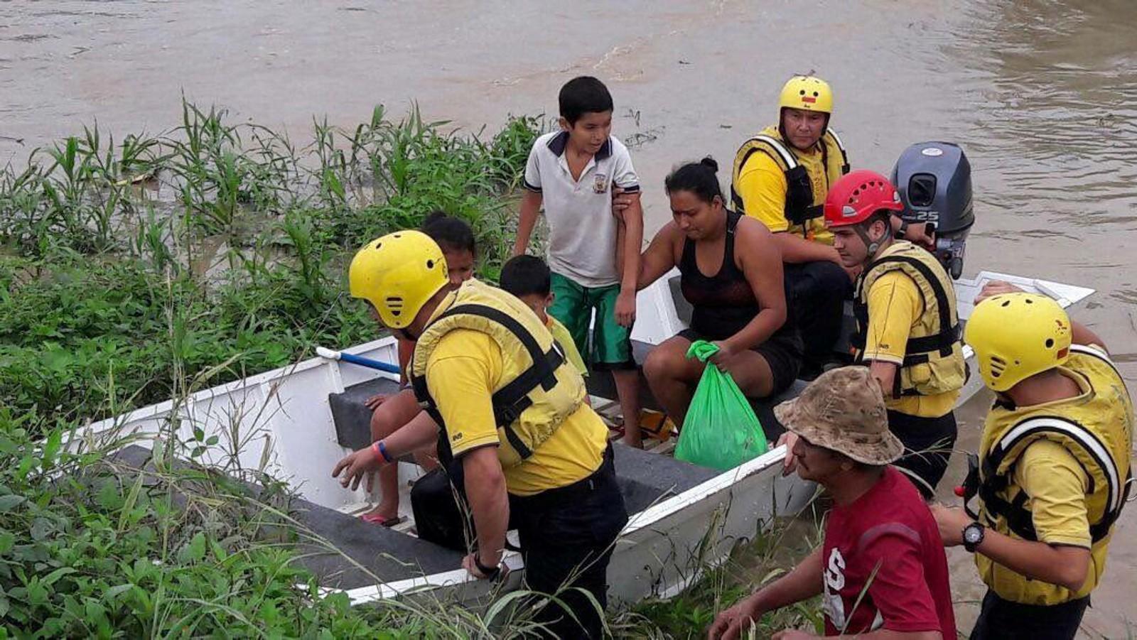 Mange av innbyggjarane på øyane er evekuerte inn til land i det orkanen nærmar seg.