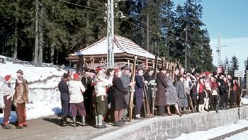 På vei til skitur i Østmarka under krigen