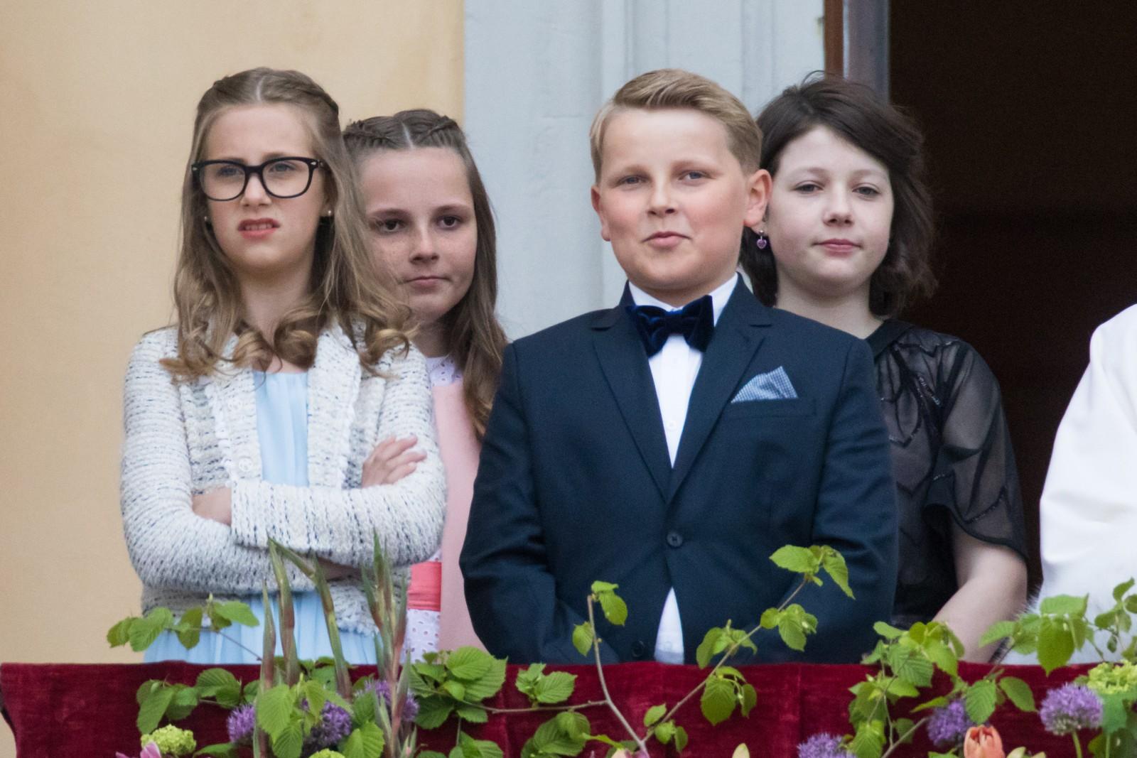 Leah Isadora Behn (f.v), prinsesse Ingrid Alexandra, prins Sverre Magnus, Maud Angelica Behn. Kongeparet mottar gratulasjonsdeputasjoner i anledning sin 80-årsfeiring.